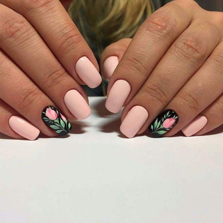unghie rosa cipria, una manicure perfetta per la primavera con l\u0027anulare  nero con una rosa