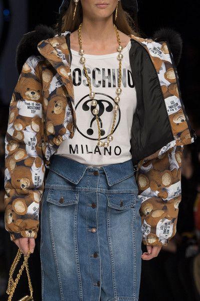 Moschino at Milan Fall 2015 (Details)