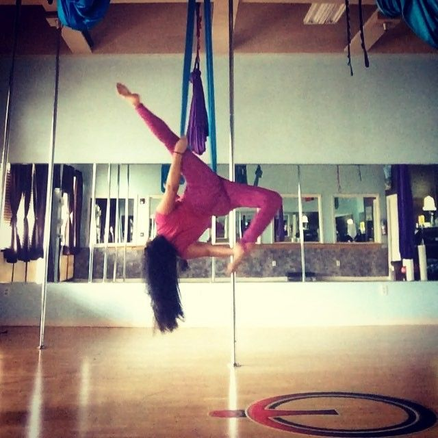 Look what I can do on the hammock that I can't do on the #pole!  an aerial #allegra yay! Need to clean it up a bit but I think it looks so pretty  #aerial #aerialarts #aerialdance #aerialsilks #aerialsling #aerialdancer #aerialdancing #aerialist #aerialhammock #circusarts #circus #circusartistcirque #cirque #dance #dancer #aerialnation #aeriallovers #aeriallove #aerialistsofig #aerialtissue #aerialtissu