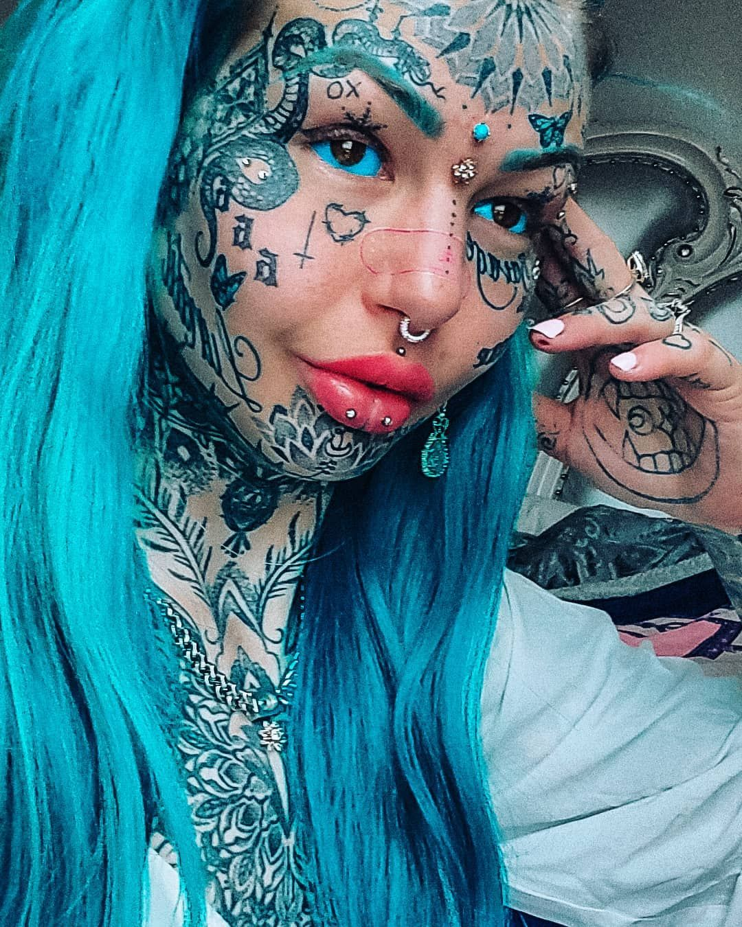 25 Extreme Full Face Tattoos That Extend from Ear to Ear
