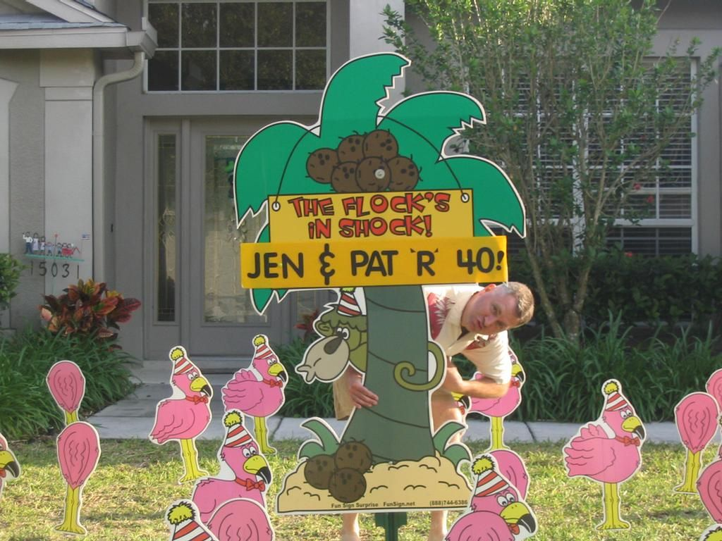 Palm Tree and flamingoes lawn sign. birthday party