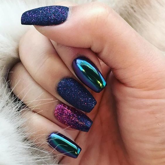 Obsessed With These Galaxy Inspired Nails That Mix The Chrome And Glitter Trends Metallic Nails Design Metallic Nails Glitter Gel Nails