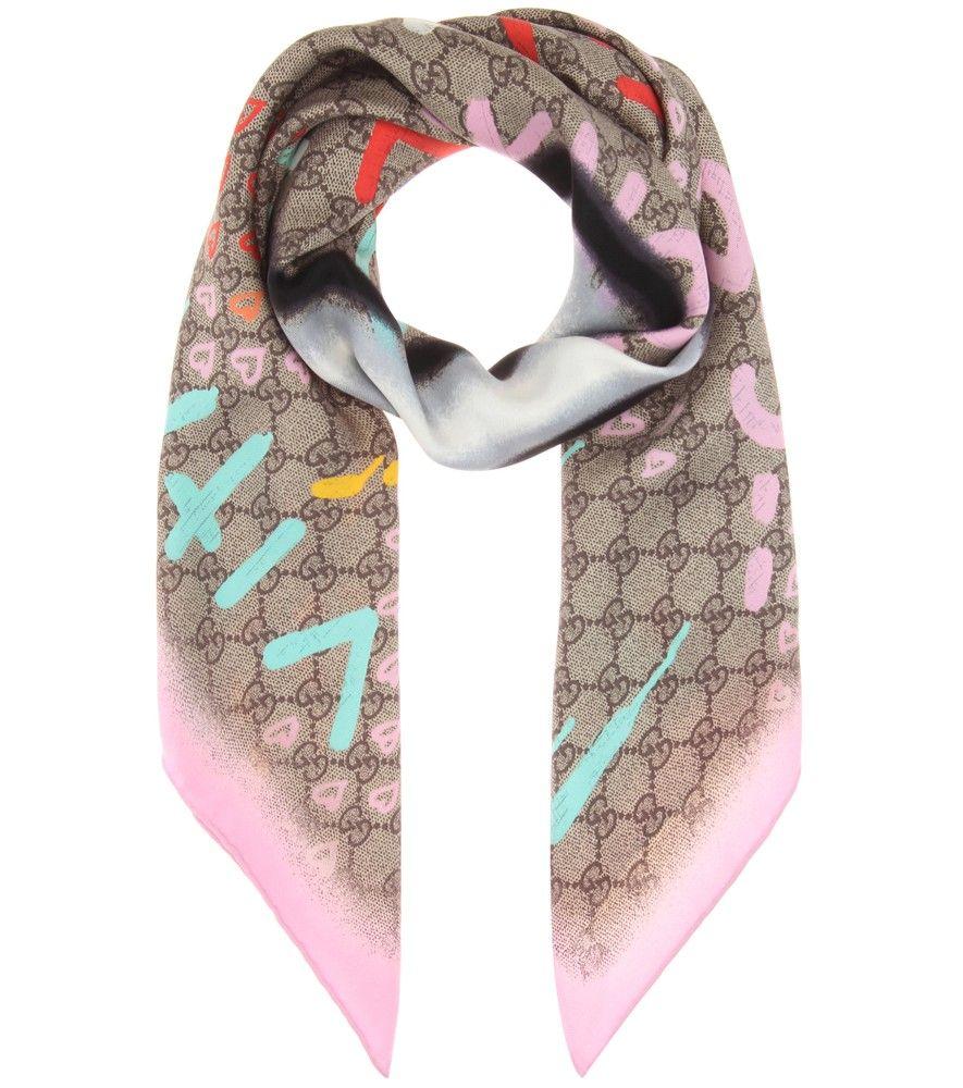 d019f1b26dd7 Gucci - Foulard en soie imprimée GucciGhost - La marque italienne en  collaboration avec l artiste Trouble Andrew tague avec humour ce foulard  GucciGhost aux ...