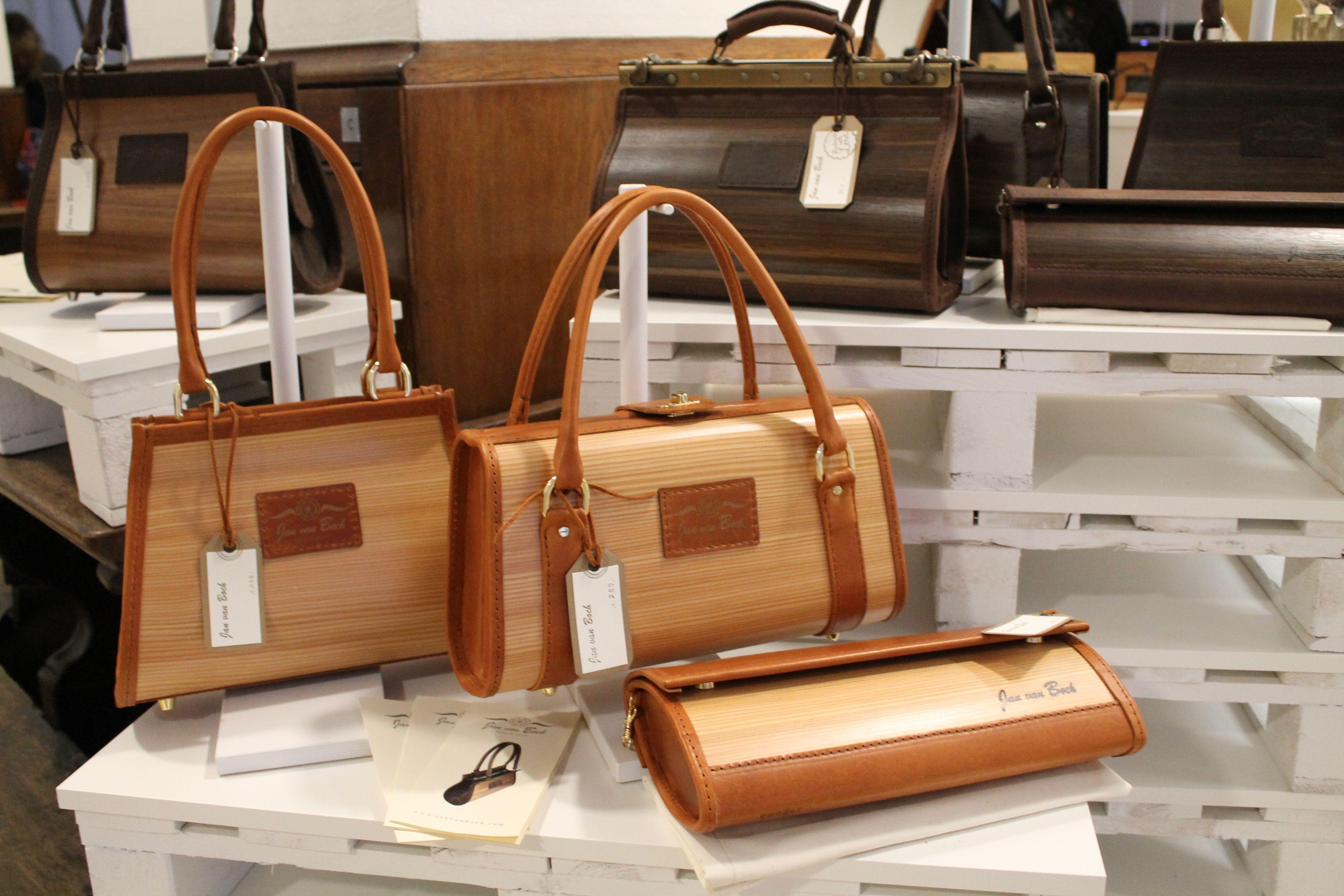 Hochwertige Handtaschen aus Holz und Leder. Jede Tasche eine