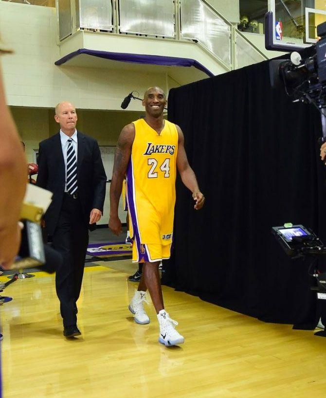 74aed574750 Kobe Bryant wearing a Nike Kobe 10 Elite PE