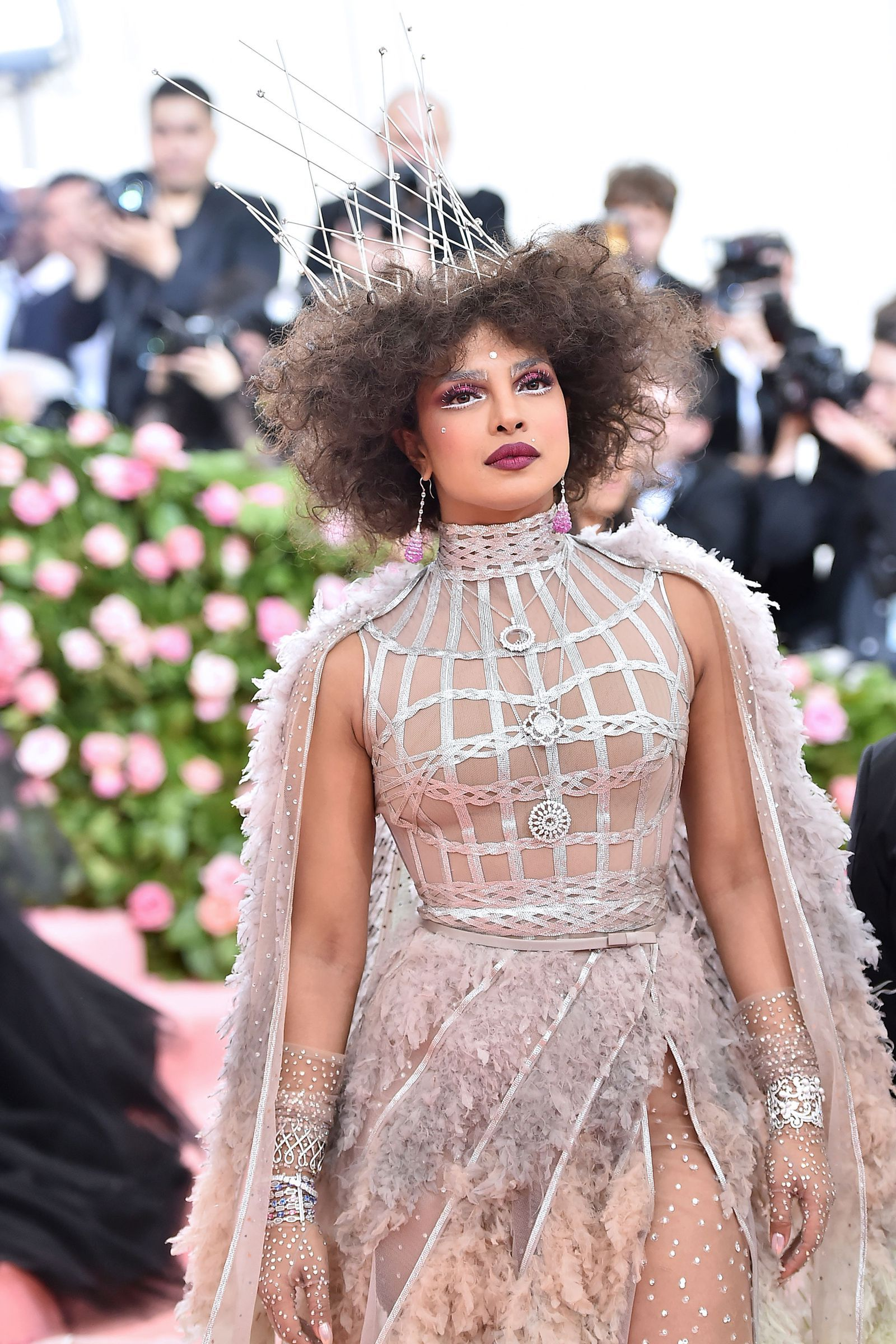 Priyanka Chopra S Met Gala Dress Took 1500 Hours To Create Met Gala Dresses Gala Dresses Met Gala