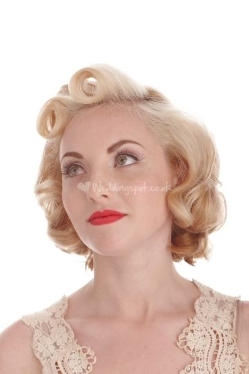 50s style short hair. I could style it like this. Then I don't have to grow it out?