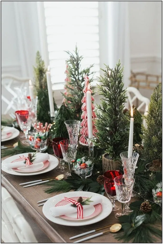 112 Easy And Cheap Christmas Decoration Ideas For Your Dining Room Comfor Indoor Christmas Decorations Christmas Decorations Cheap Christmas Table Decorations