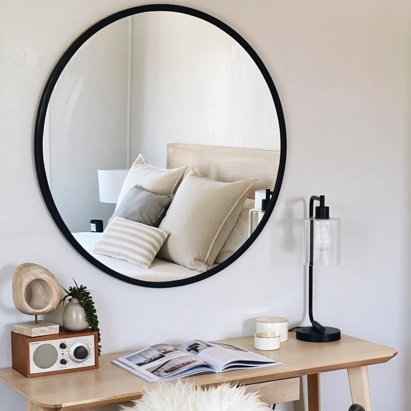 Office moments from our recent stage ✨✨ Never get tired of neutral Scandinavian-inspired simplicity 🖤🤍 #scandinavianstyle #homestylist #photoshoot #homestaging #staged #virtualstylist #interiorstylist #palomahomestyles #homestylist #vacationrentalstylist #airbnb #palomahomestaging #palomahomestyling #stage #oakland #berkeley #eastbaystaging #alotofhashtags #bayarearealestate #interiordesign #interiorstyling #interiors #realestate #eastbayrealestate