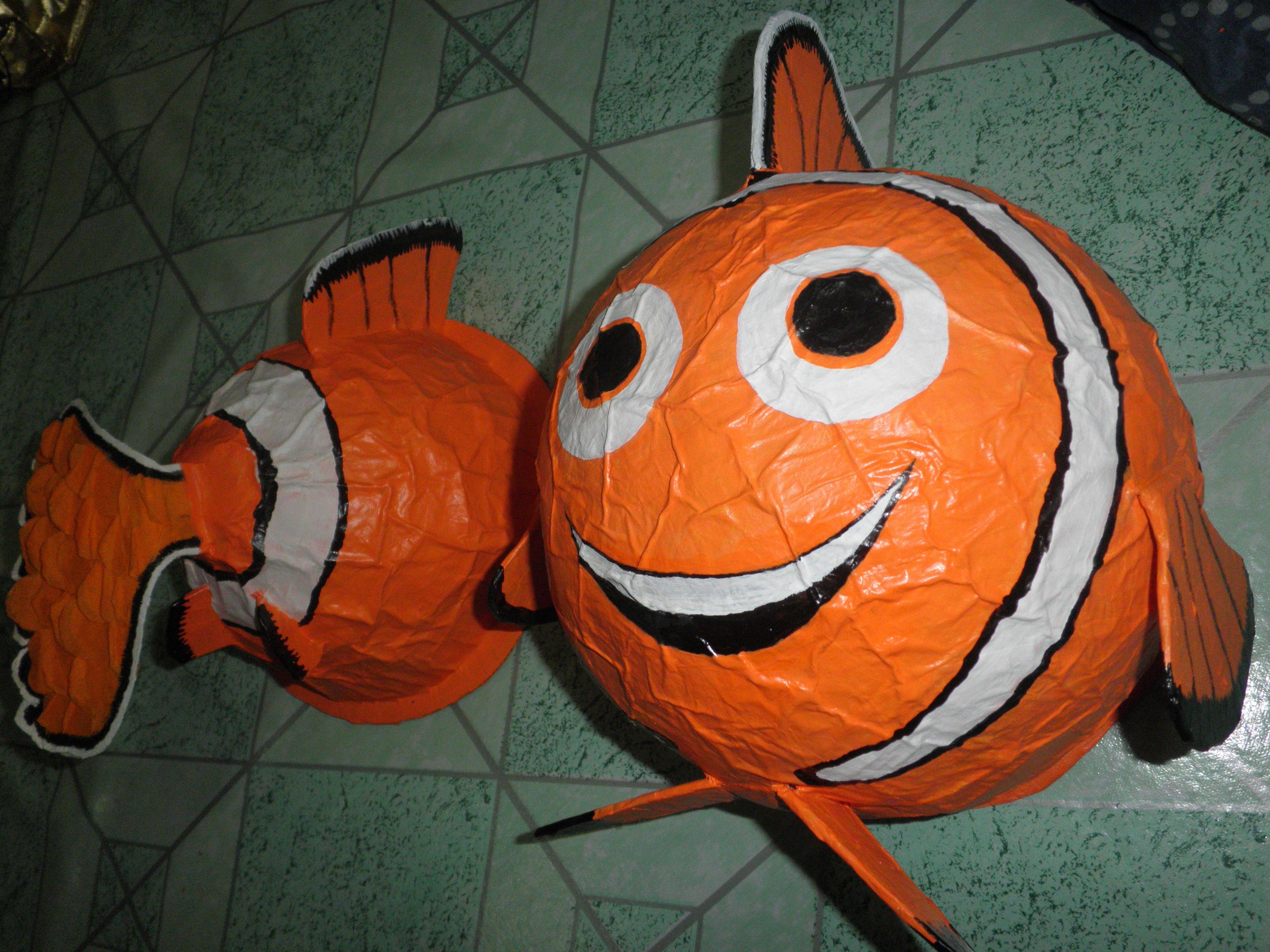 Рыбы из воздушных шаров и ниток фото