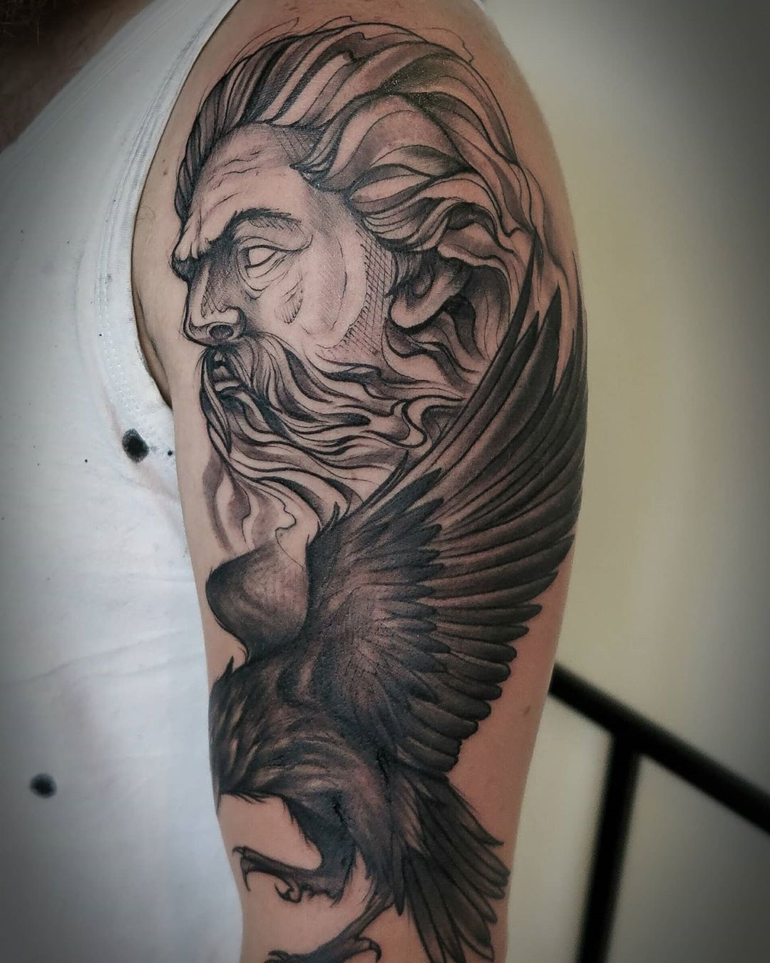#inside_tattoo #rouen #rouentourisme #tattoos #tatouage #rouentattoo #2020 #inked #art #armtattoo #artwork #tatouagemagazine #graphicdesign #realistictattoo #blackandwhite #blacktattoo #blackandgreytattoo #zeus #zeustattoo