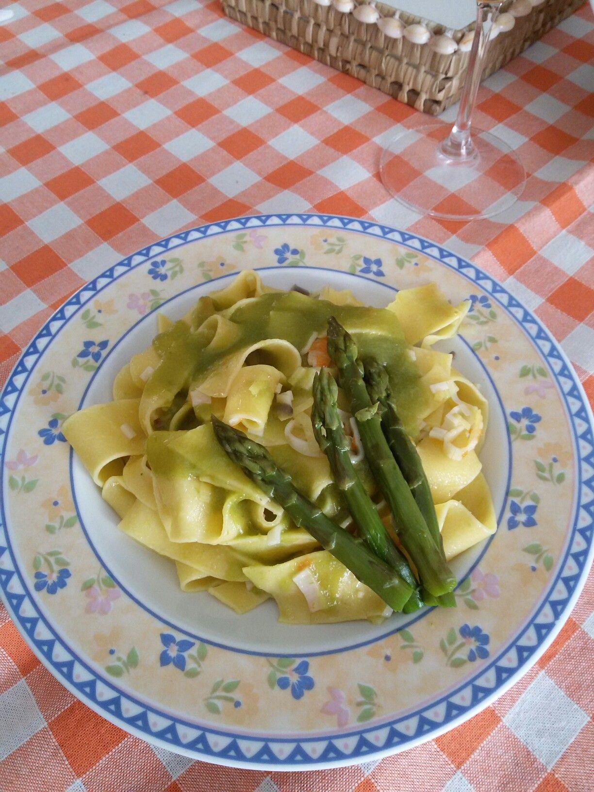 Tagliatelle con asparagi