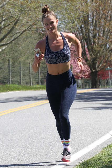 Www Celebpot Com Nina Agdal Jogging In The Hamptons Nina Agdal Nina Jogging