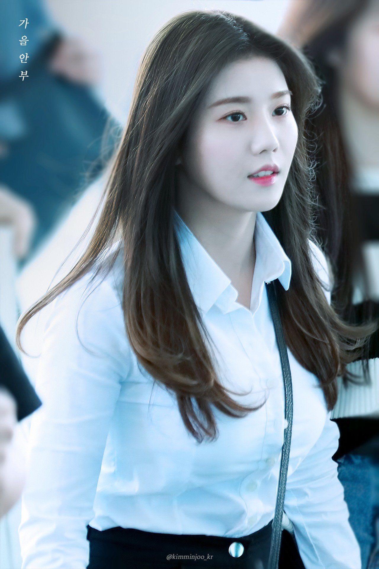Kwon Eunbi   Kwon Eunbi (IZ*ONE) in 2019   Female, Asian