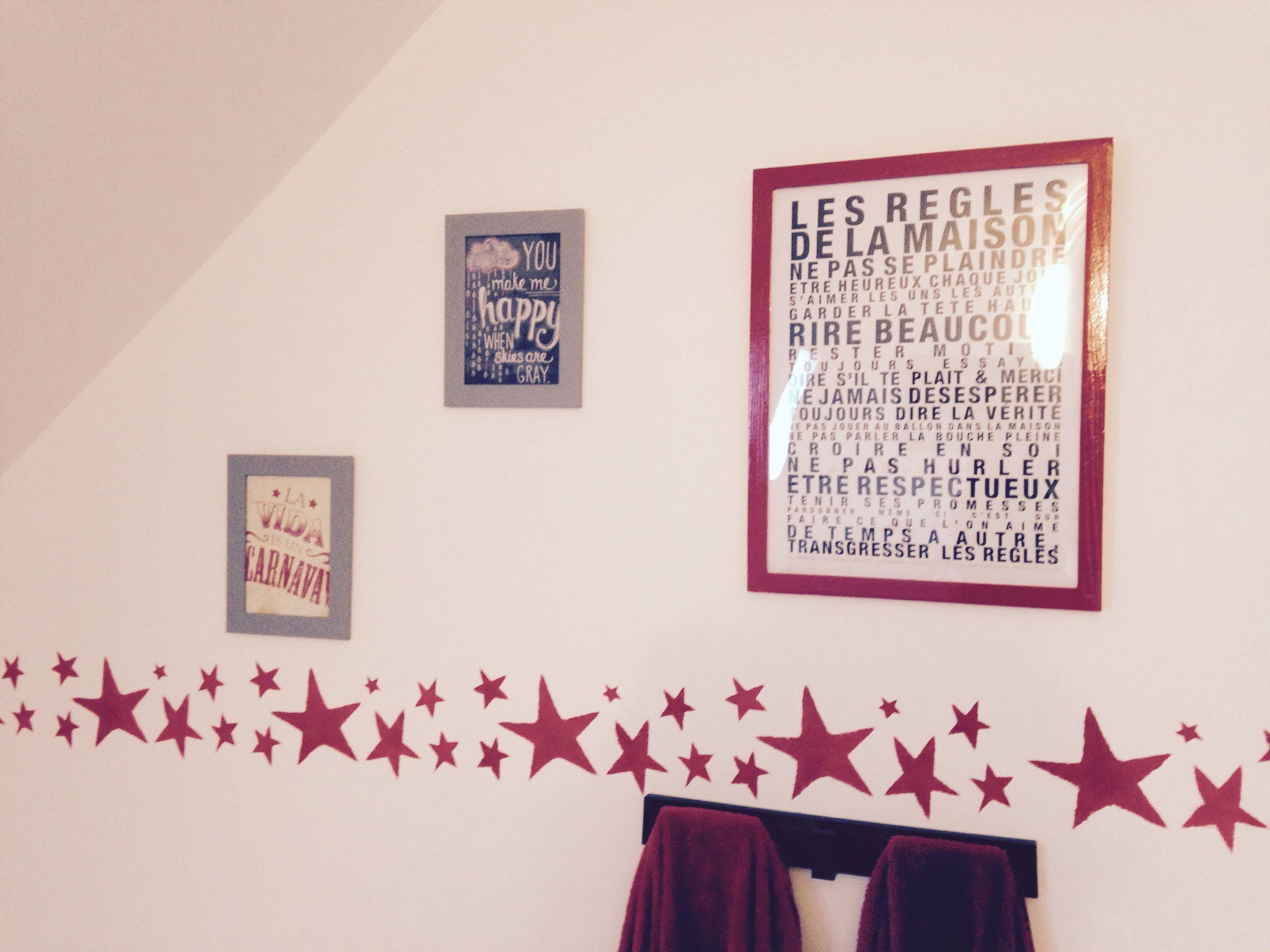Salle de bain : frise étoiles rouges pochoir