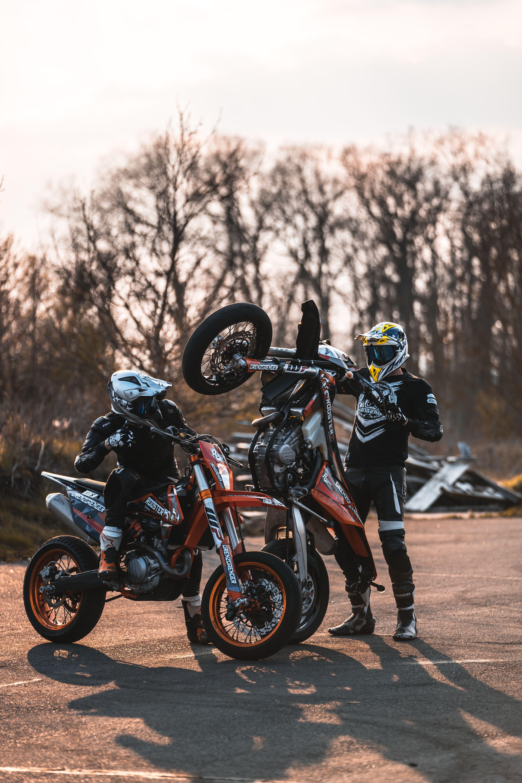 Grenzgaenger Burnout Wheelies Ride Bikerbuddy Friends