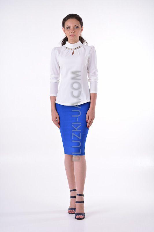 Белая блуза с высоким воротником-хомут и украшением из камней - купить в  Украине. e502b552616