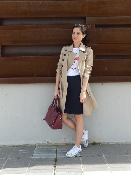 8b765ebdd Look con zapatillas Converse blancas y falda azul in 2019 | Casual ...
