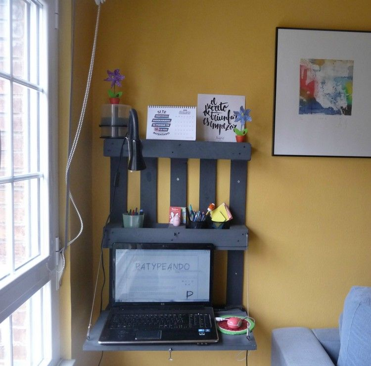 schreibtisch selber bauen paletten wandmontiert platzsparend klappbar sofa aus palletten. Black Bedroom Furniture Sets. Home Design Ideas