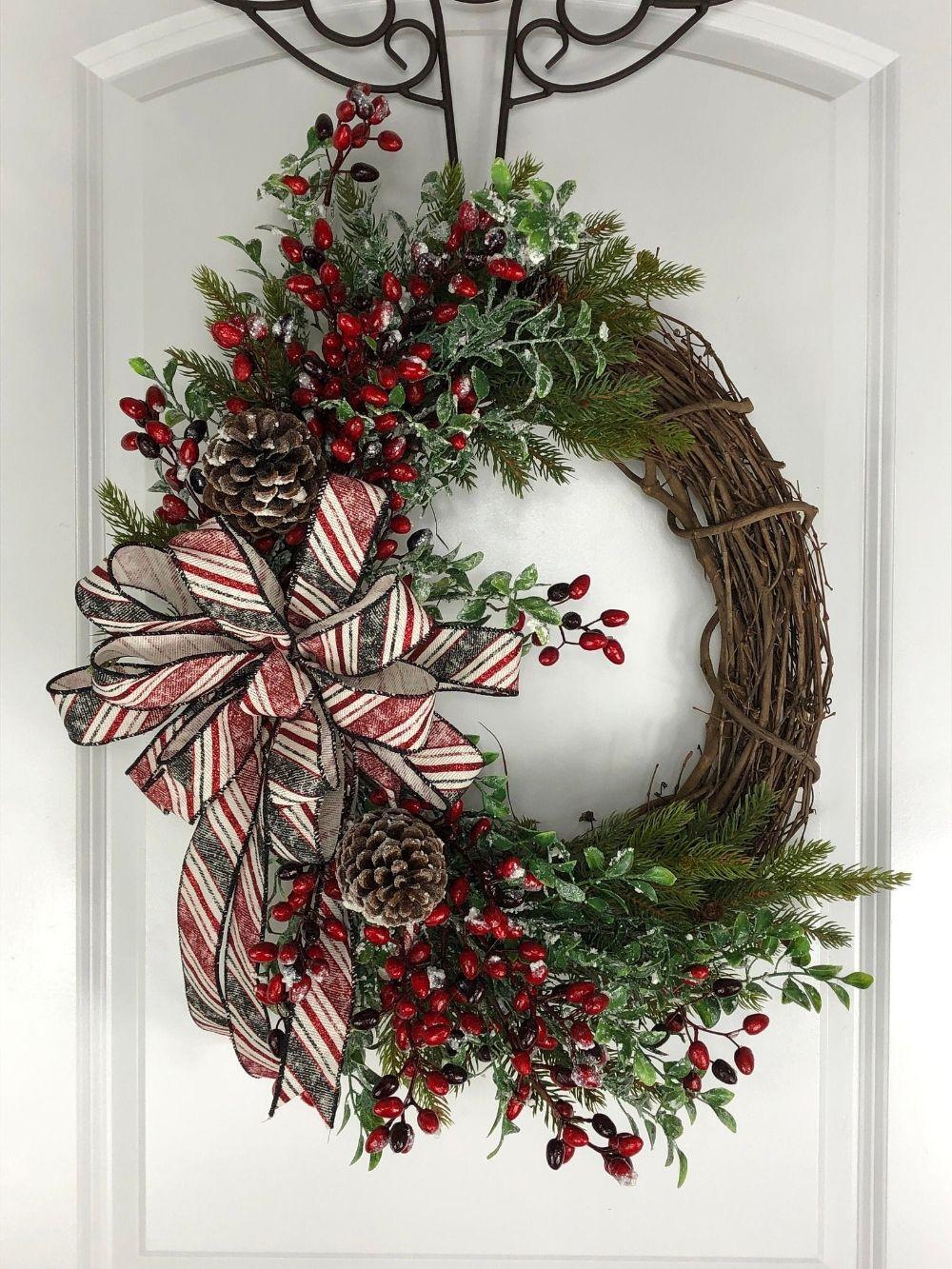 25 Unique Christmas Wreath Decors On The Door Decoarchi Com Christmas Wreaths Christmas Wreath Designs Winter Wreath