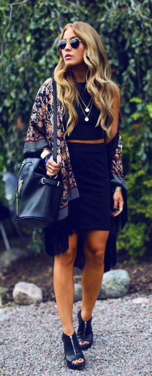 Bohemian fashion: Angelia Blick wearing floral kimono, bag and all black top and skirt creating a grudgy bohemian effect.