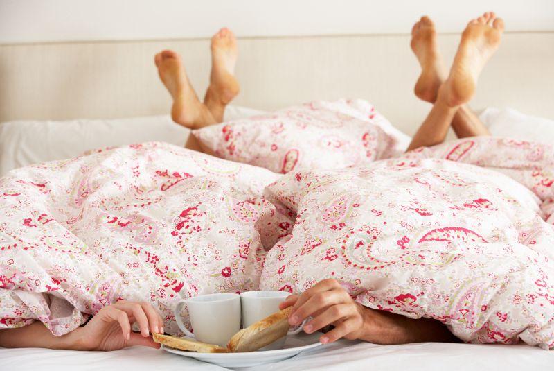 Wann wart ihr zuletzt romantisch Abendessen? Und bleibt neben den Kindern noch Zeit für euch beide? Tipps für eine dauerhaft glückliche Beziehung.