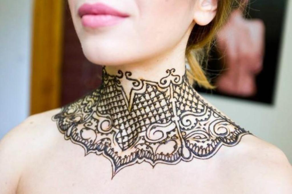 Henna Tattoo Neck Designs: Lovely Henna Tattoo Design On Neck