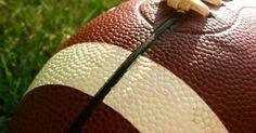 Cómo hacer un balón de fútbol americano con papel maché. Haz tu propio balón  de fútbol americano y muéstralo con orgullo. Todo el mundo tiene un equipo  ... dca3188dc57