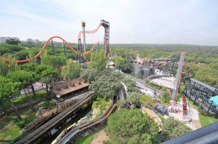 Pasa un divertido y emocionante día en el Parque de Atracciones de Madrid.