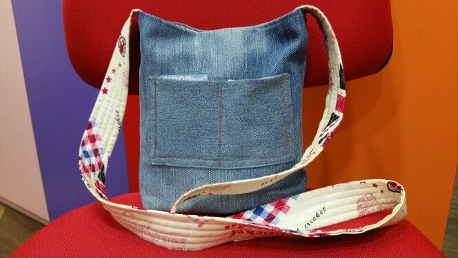 Denim jean sling bag Made from recycled jean with 100% cotton lining. There is a pocket inside.