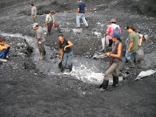 Esmeraldas de Colombia: niños atrapados en la explotación de gemas - cinabrio blog