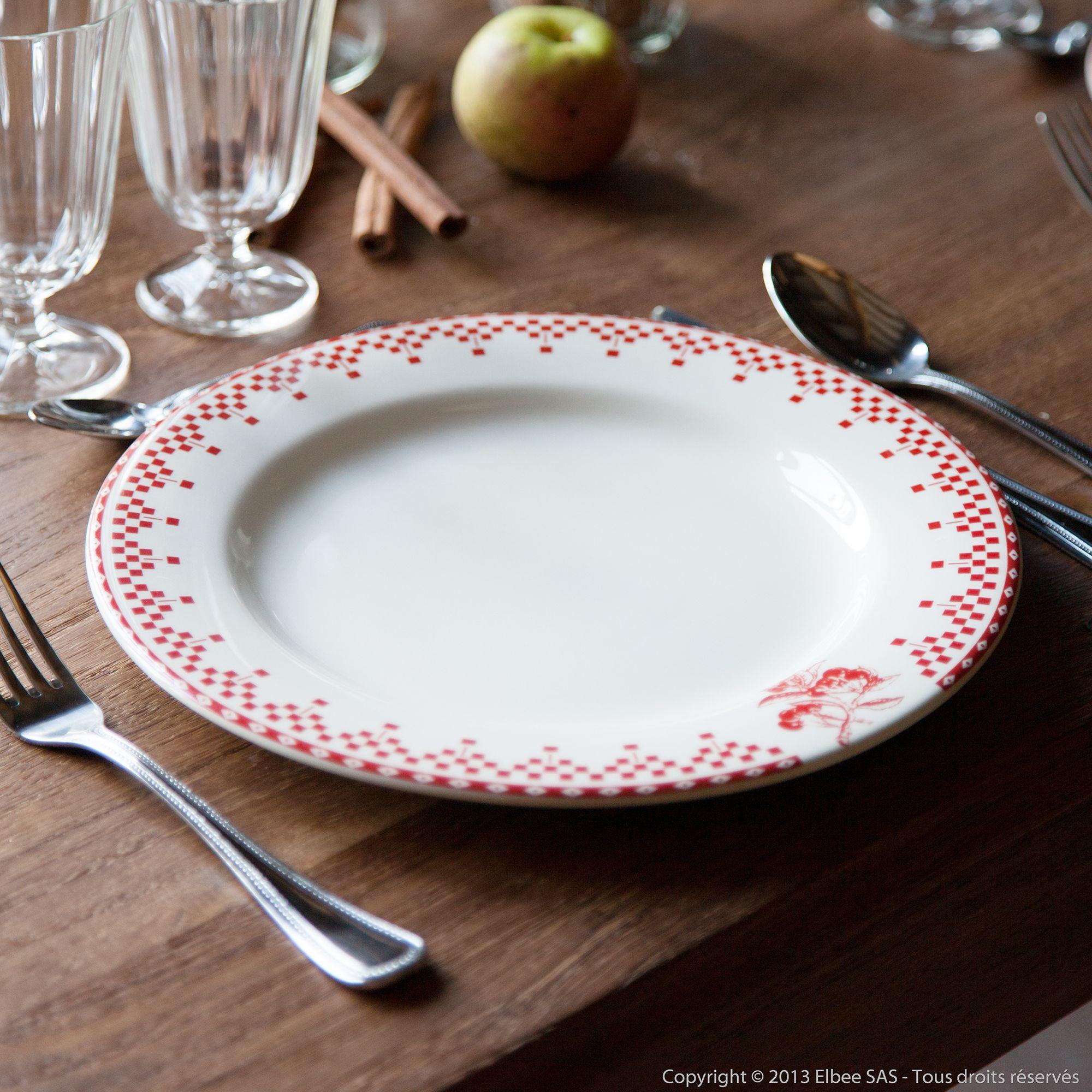 assiette plate en faience ivoire damier rouge damier rouge. Black Bedroom Furniture Sets. Home Design Ideas