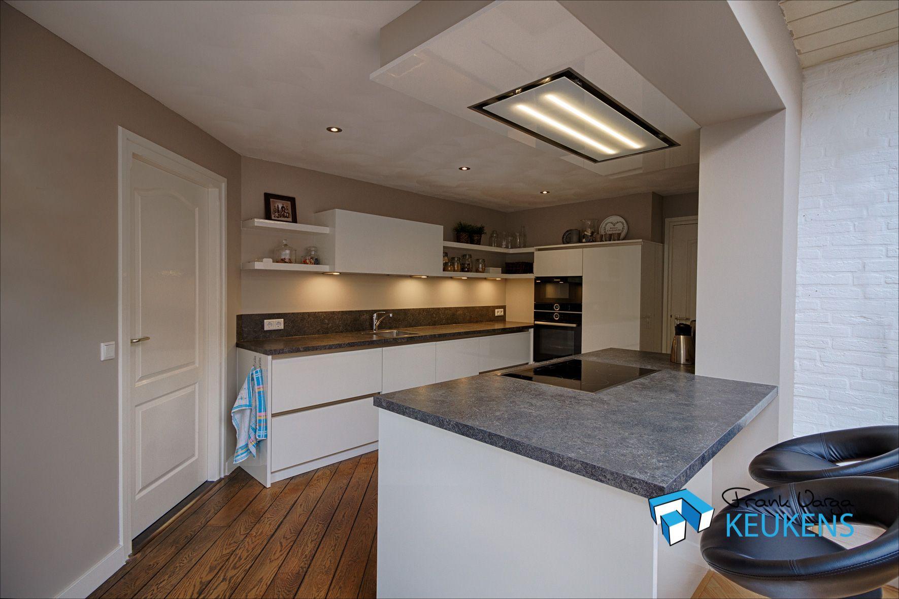 Kookeiland Wit Hoogglans : Strakke witte hoogglans keuken met kookeiland keukens in 2018