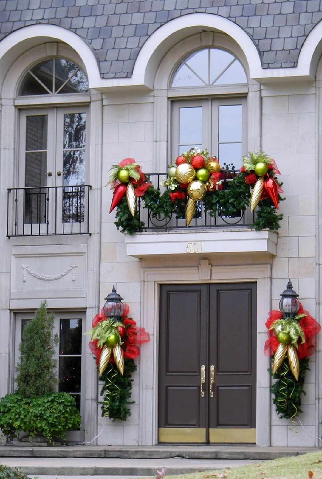 10 Charming Christmas Decorations for Small Apartment Balcony  #ApartmentBalconyDecoration #C... - Outdoor Space Ideas - #apartment #ApartmentBalconyDecoration #Balcony #Charming #Christmas #Decorations #Ideas #Outdoor #Small #Space #smallapartmentchristmasdecor