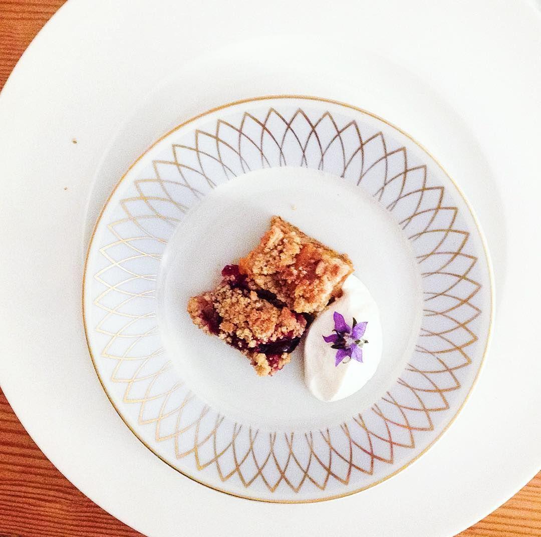 Sobremesa do Ateliê Culinário da @sabine_hueck que levarei para o blog. É uma espécie de cuca, deliciosa e muito fácil de preparar. ______________________________ #digamaria #sabinehueck #foodporn #desert #cuca