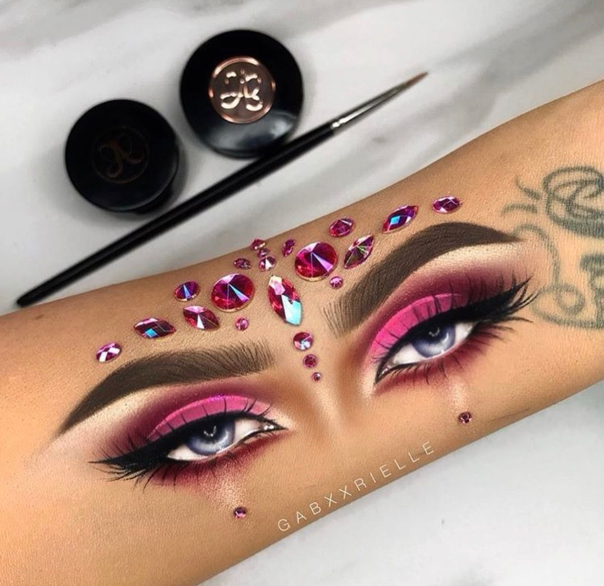 Pin By Melissa Bryant On Gabxxrielle Eye Makeup Hand Makeup