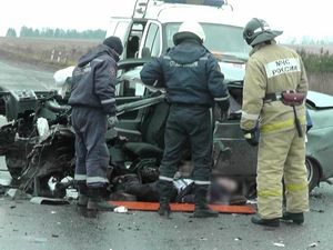 Вчера, 28 октября 2015 года, около четырёх часов дня на 22 км автотрассы Западного обхода г. Ижевска, произошло ДТП с участием отечественной легковушки и большегруза.