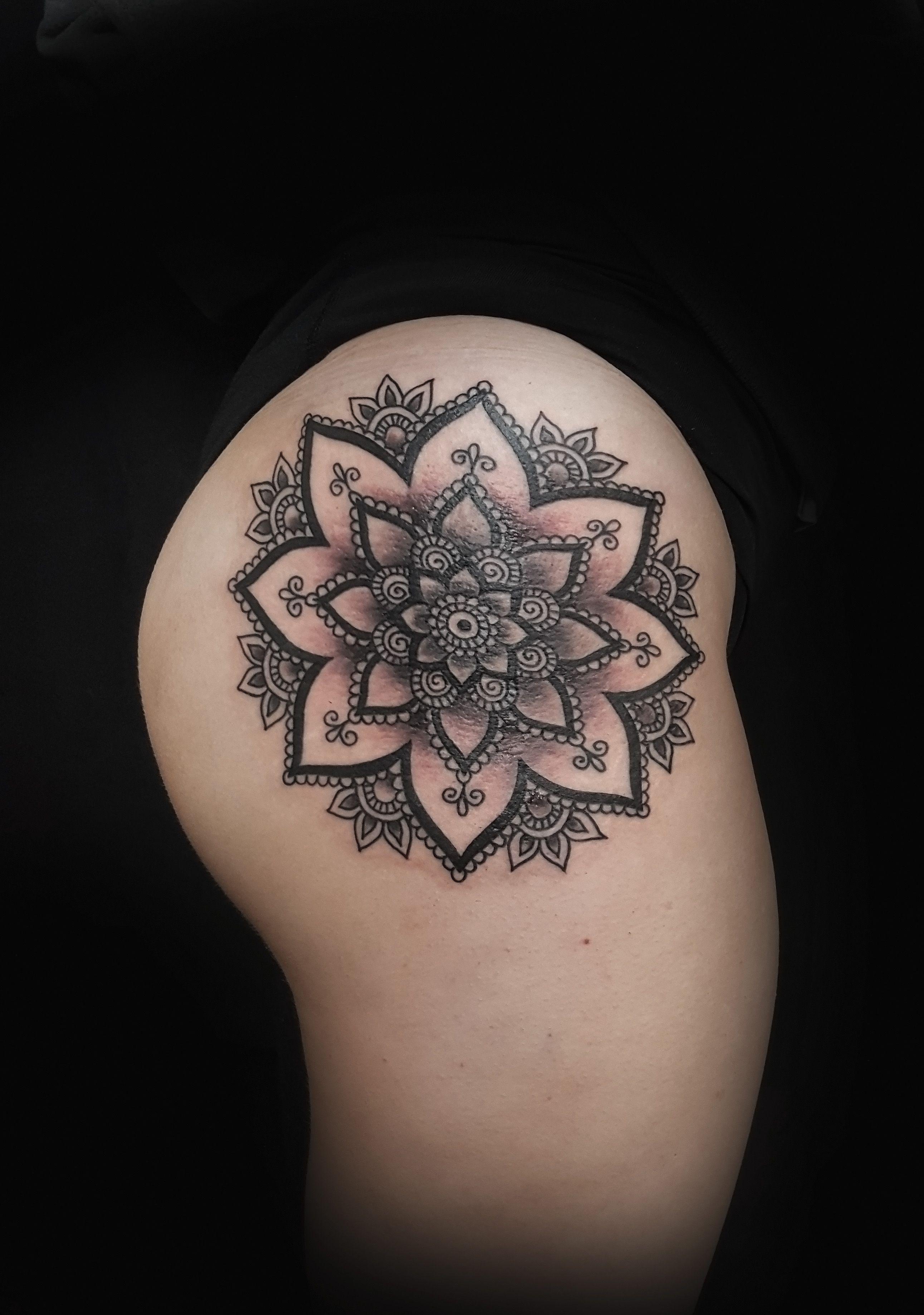 Mike evans tattoos elite skin art mandala tattoo girl