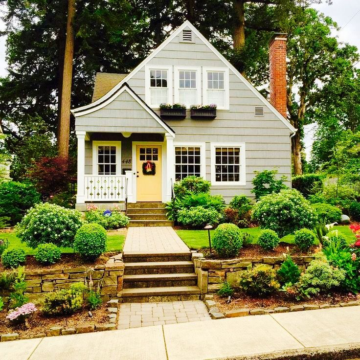 such an adorable lake home but i prefer no upkeep on lake house color schemes id=19354