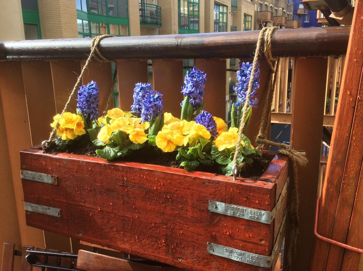 Wooden rustic flower box - made from reclaimed pallets ...