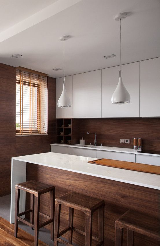 This kitchen makes us feel at home! The natural beauty and incredible shine of Dekton XGloss Glacier, together with the wood, keep the cozy feeling that we LOVE. #kitcheninspo #kitchen