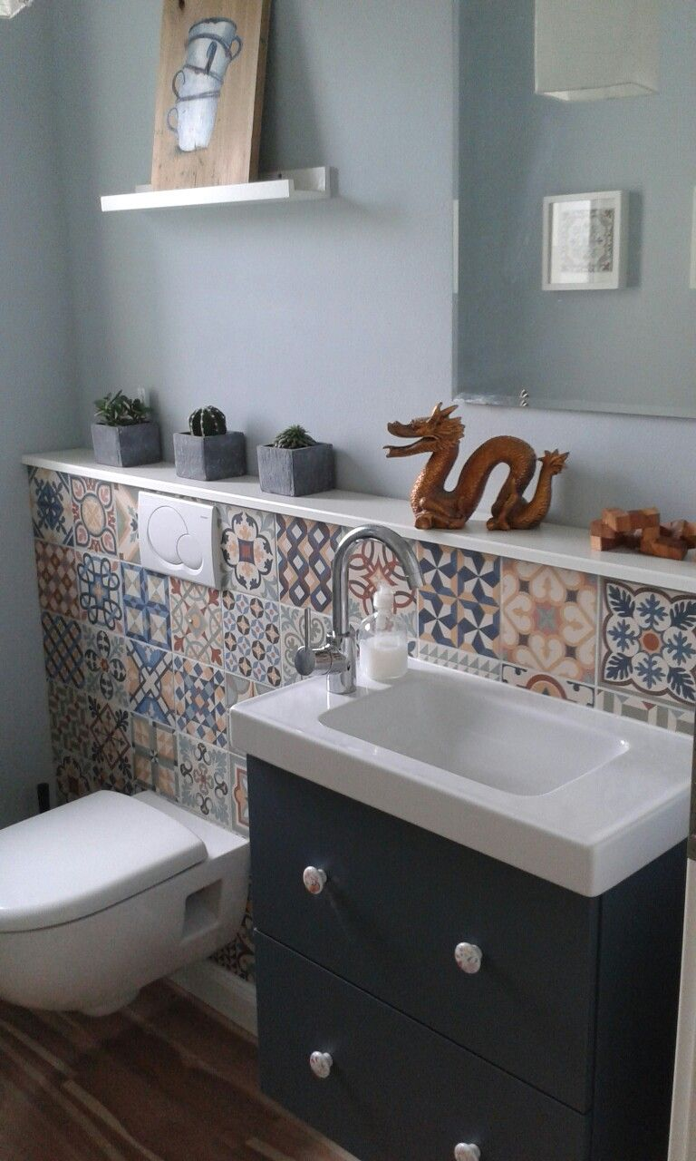 Gästetoilette mit spanischen Fliesen von Hornbach, vintage retro ...