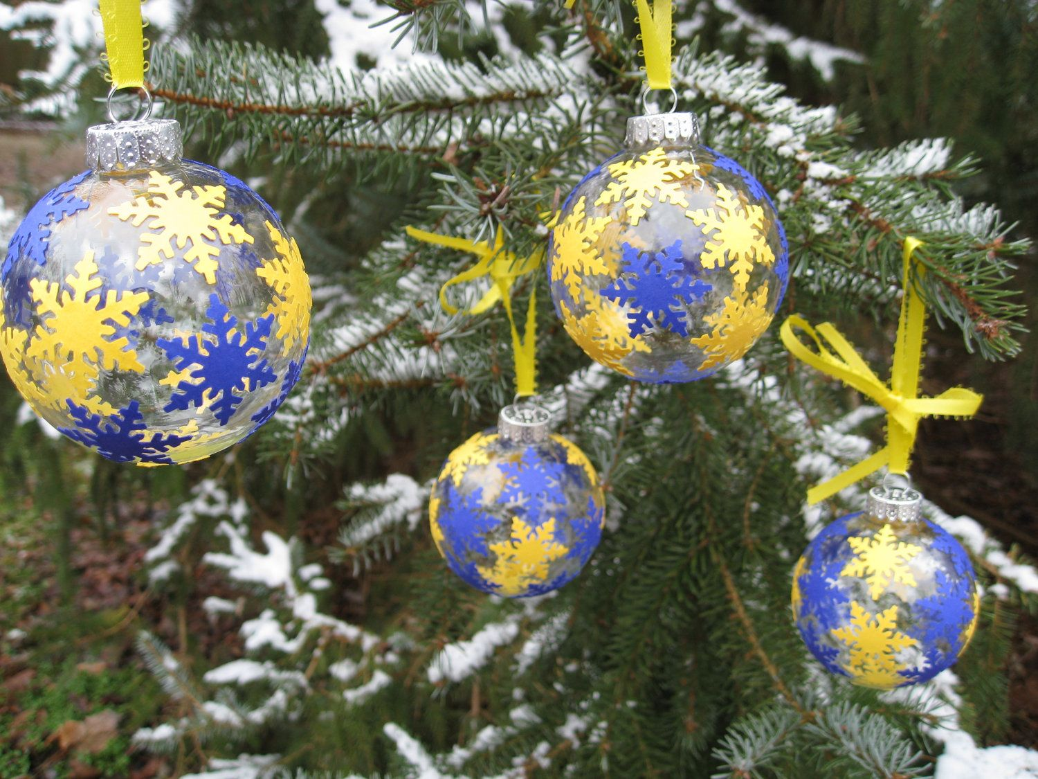 University of michigan christmas ornaments - University Of Michigan Wolverines Christmas Tree Ornaments With Snowflakes Maize Blue