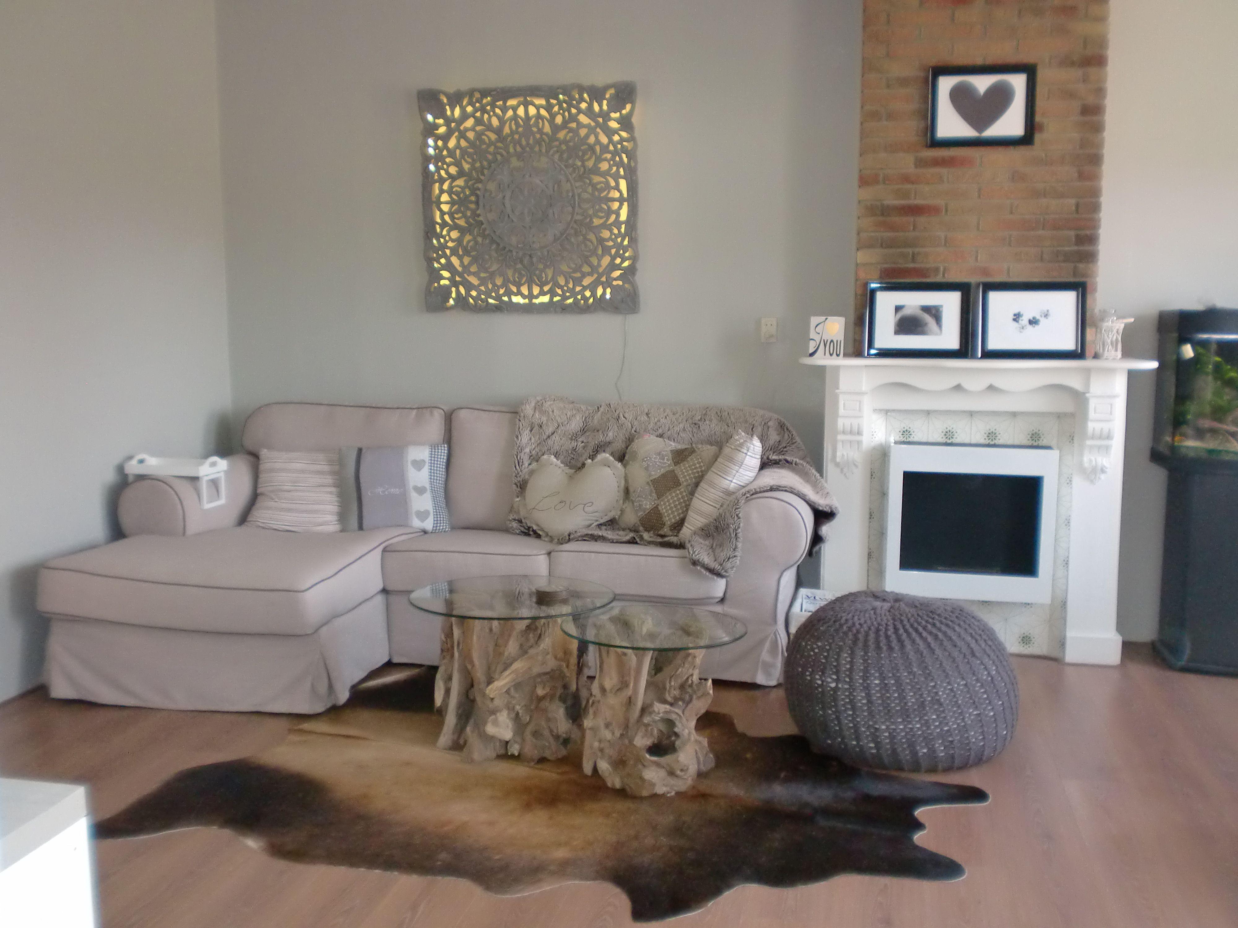 Onze woonkamer #licht #fris #grey #white #hout #wandpaneel ...