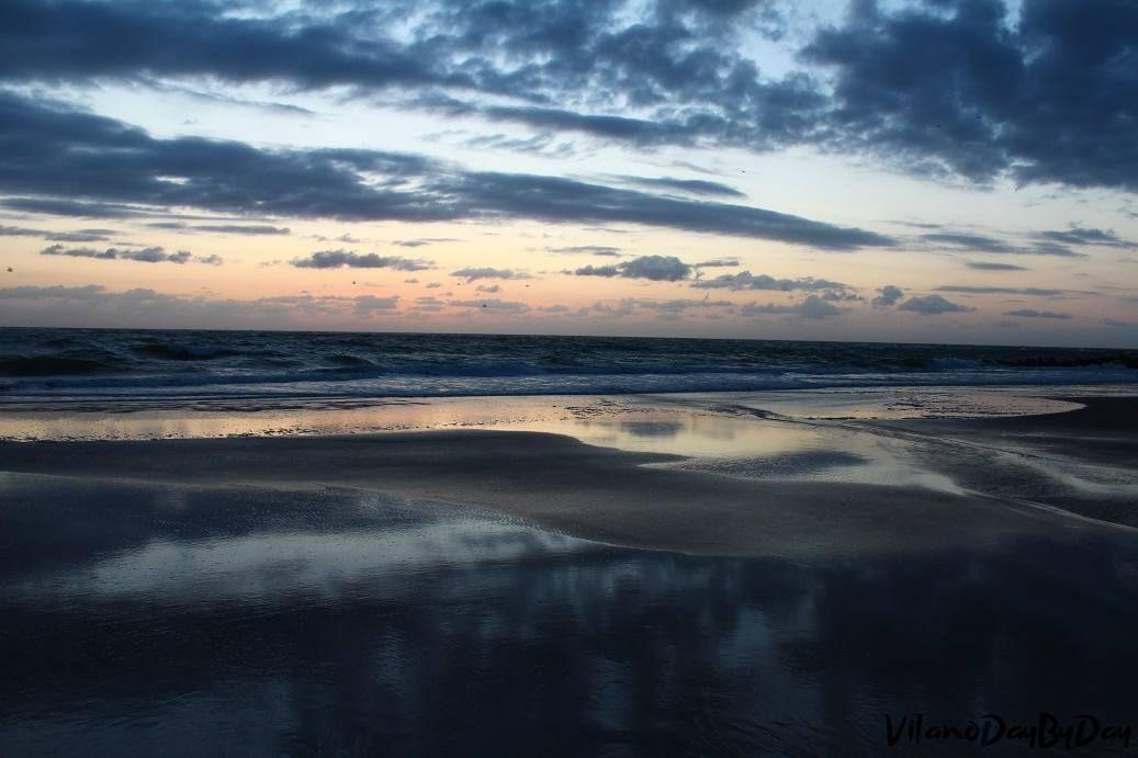 Waiting on the sunrise.  #vilanobeach #staugustine #sunrise #beachsunrise #clouds #nature #naturephotography by vilanodaybyday