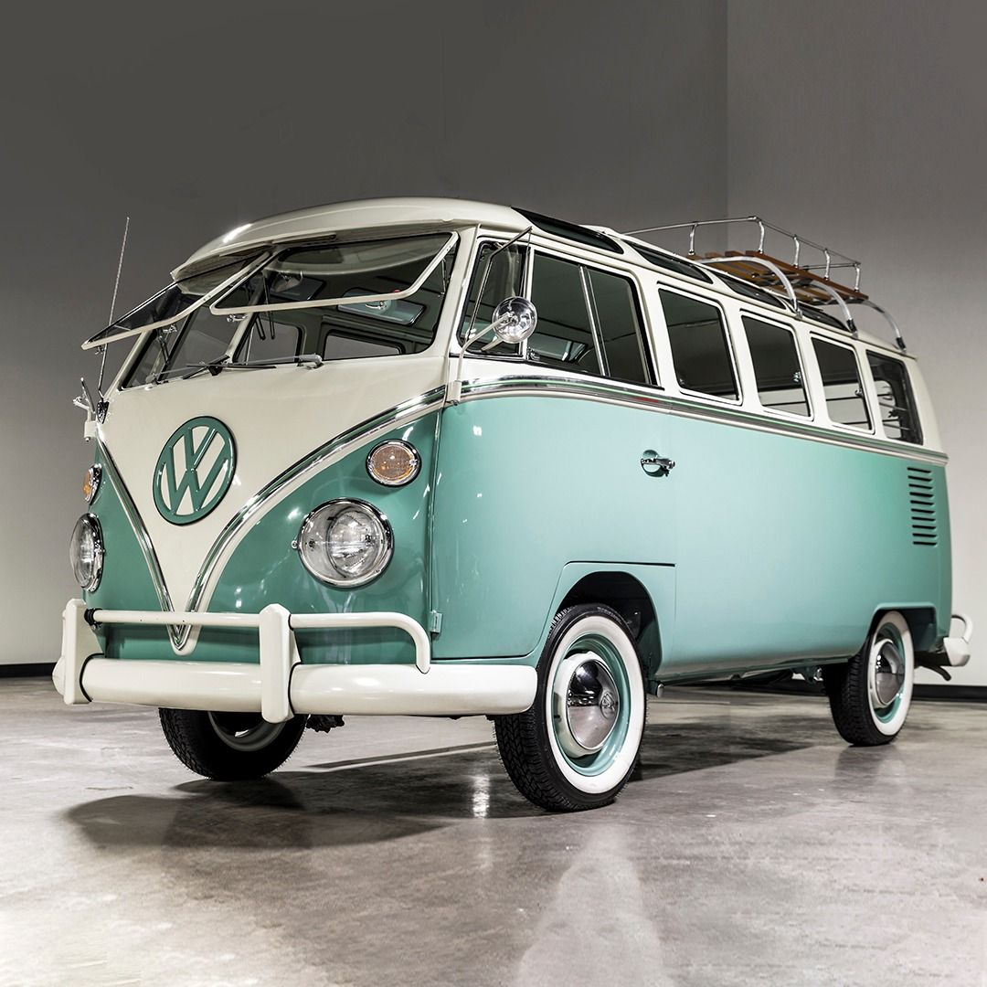 Van Tastic Finished In Turkis And Pearwiess With A Beautiful Phosphor And Como Green Interior This 1966 V Em 2020 Volkswagen Kombi Volkswagen Customizacao De Carros