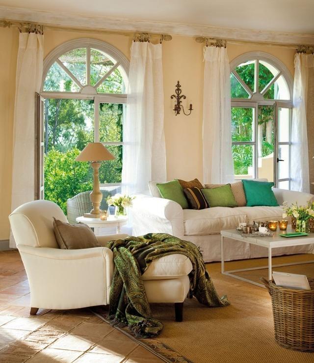 ideen-wohnzimmer-landhausstil-creme-wandfarbe-gruene-akzente, Wohnideen design