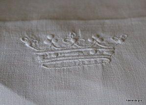 Serviette linge ancien avec couronne