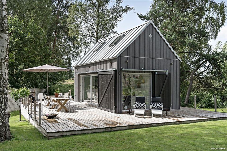 Casita de verano sueca | Casas, Estilo sueco y Terrazas de madera