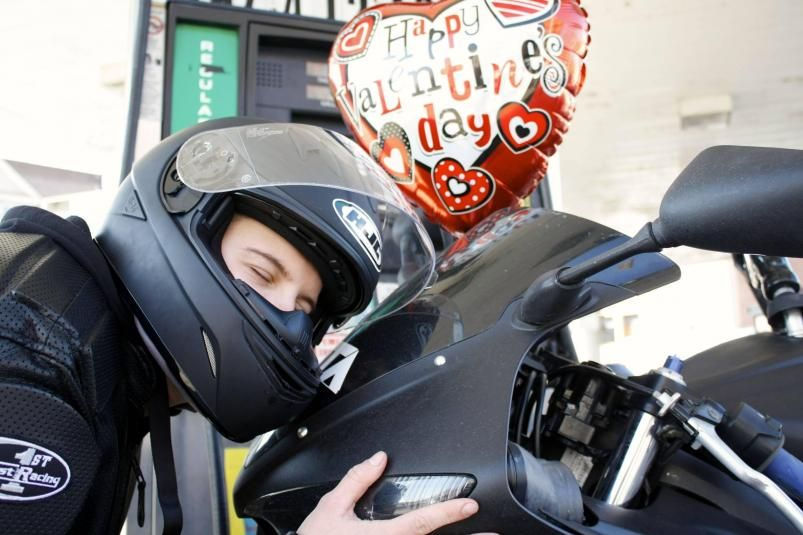 Valentine's Day With My Girl: Yamaha R6  - A little public display of affection